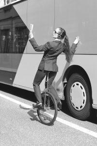 Schule für Tourismus - Frau auf Fahrrad